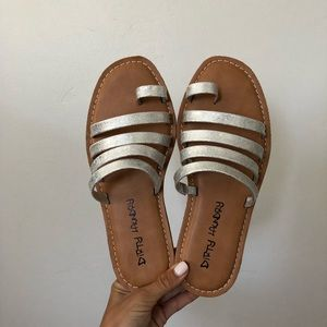 61a52b38d8dd Chinese Laundry Shoes - Dirty laundry ekia sandals 7.5